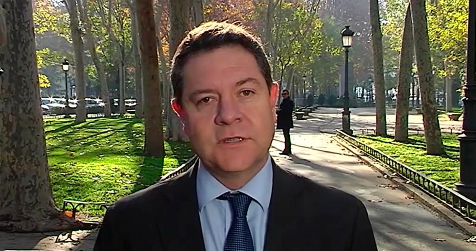 """El presidente regional alerta sobre la """"amenaza"""" que el independentismo catalán supone para """"cualquier Constitución"""" y la """"soberanía nacional"""