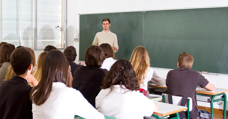 La Consejería de Educación ha adjudicado 736 plazas de maestros y maestras para cubrir la sustitución de los titulares desde el próximo lunes