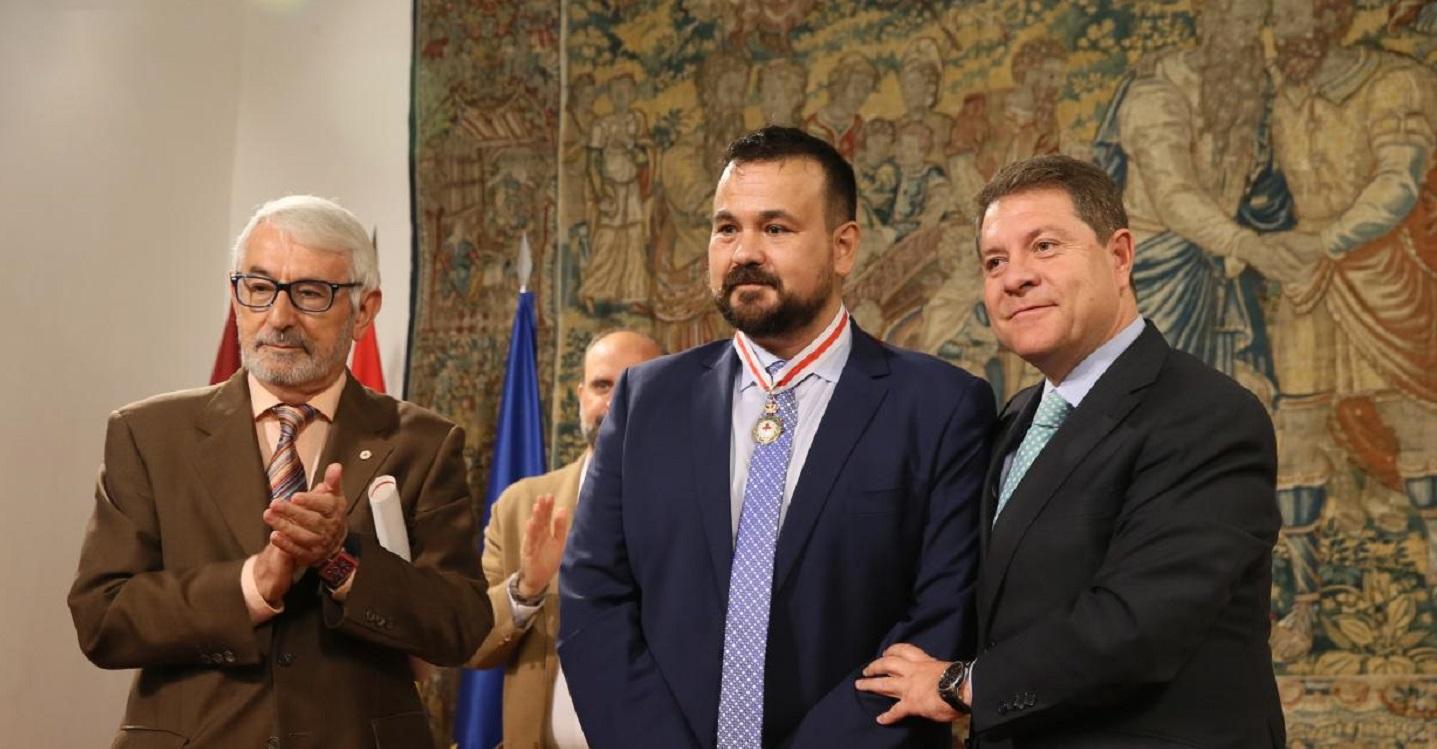 Juan Ramón Amores,  Medalla de Oro de Cruz Roja Española