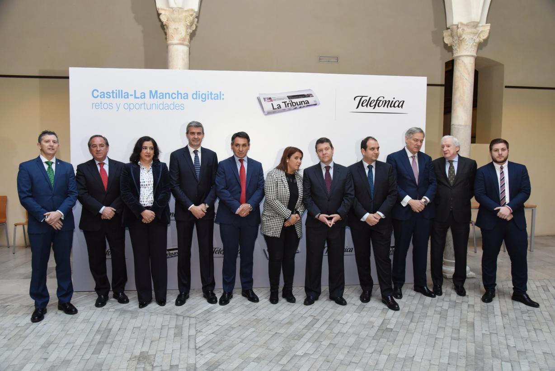 """El presidente García-Page aboga por que el acceso a las comunicaciones sea considerado un """"servicio público y esencial"""""""