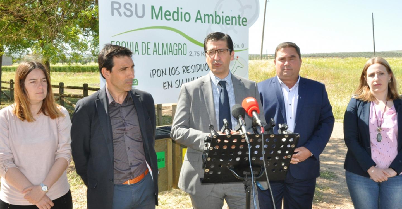 Caballero inaugura la ecovía de Almagro destinada al esparcimiento y al ocio del municipio