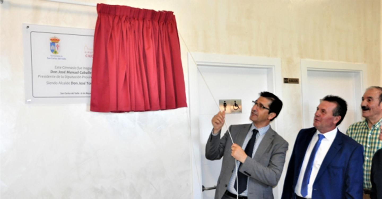 José Manuel Caballero inaugura el gimnasio de San Carlos del Valle