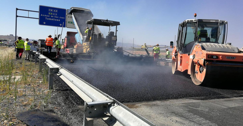 El Gobierno regional ha invertido más de cinco millones de euros esta legislatura para la renovación del firme de la Autovía de los Viñedos