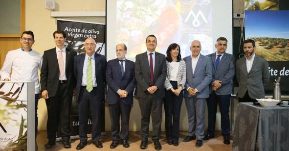 El Gobierno regional destaca los efectos positivos sobre la salud del aceite de oliva virgen extra, producto central de la Dieta Mediterránea