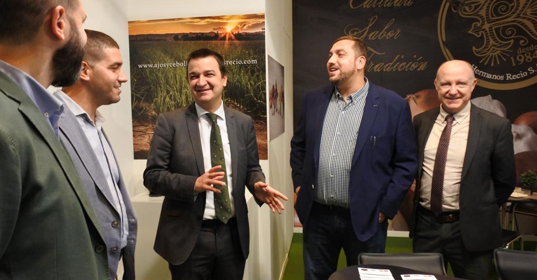 """El Gobierno regional refuerza su compromiso con el sector hortofrutícola y demanda el acceso al agua para que Castilla-La Mancha sea """"la huerta de Europa"""""""