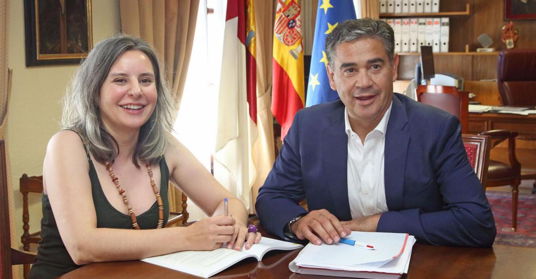La directora del Instituto de la Mujer y el delegado del Gobierno se reúnen para coordinar las vías de comunicación y colaboración ante la violencia de género