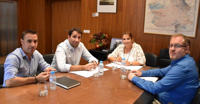 El Gobierno regional colaborará con el Ayuntamiento de San Pedro para relanzar su polígono industrial y ejecutar la conducción de agua hasta Cañada Juncosa