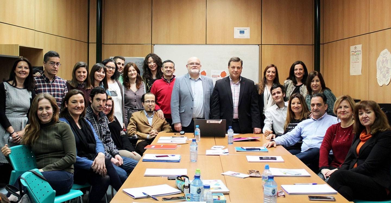 Manuel Serrano anima a los 20 participantes de la II Lanzadera de Empleo a aprovechar al máximo esta oportunidad para optimizar su búsqueda de empleo y hacer efectiva su inserción laboral
