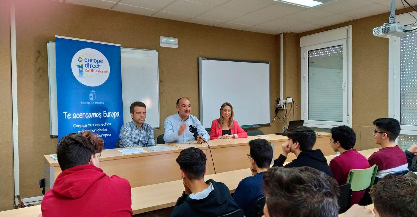 El Gobierno regional traslada a estudiantes de Villarrobledo los derechos y libertades que ofrece la pertenencia a la Unión Europea