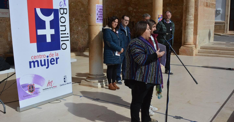 El Ayuntamiento de El Bonillo y el Centro de la Mujer unidos en su lucha por la igualdad real y efectiva entre mujeres y hombres.