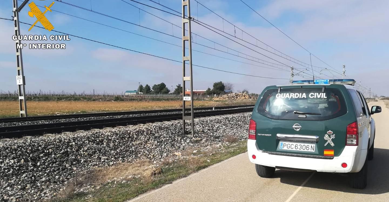 La Guardia Civil auxilia a una persona evitando que fuera arrollada por un tren