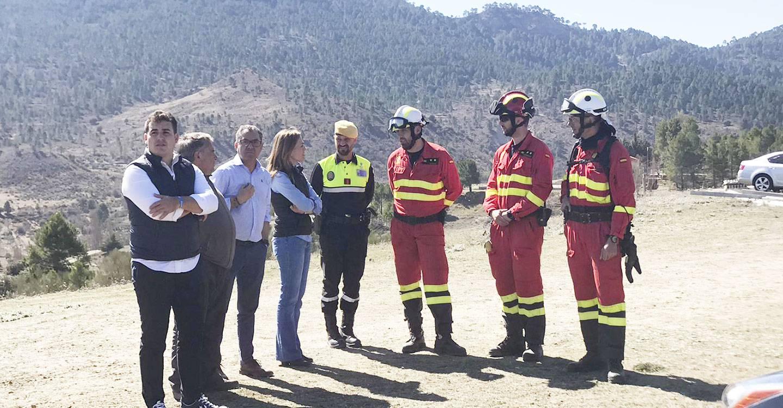 Carmen Navarro traslada su apoyo a los efectivos que trabajan en la extinción del incendio de Paterna del Madera y lamenta que la Junta reaccionara tarde