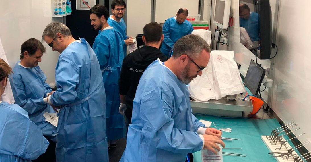 Traumatólogos del Complejo Hospitalario Universitario de Albacete actualizan su formación en técnicas quirúrgicas mínimamente invasivas