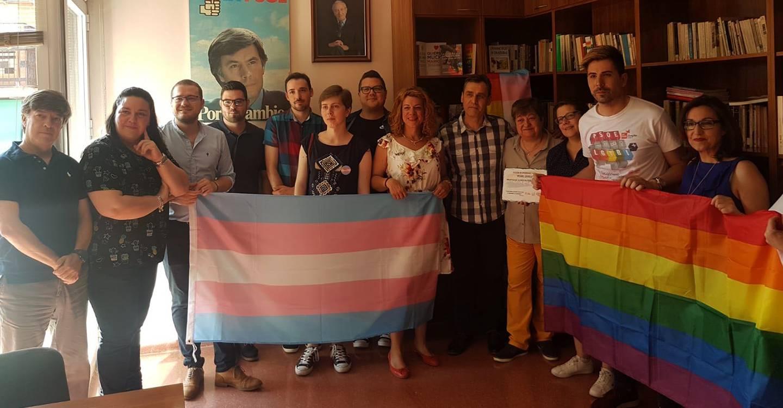 """De la Iglesia destaca las medidas puestas en marcha por el gobierno regional hacia lesbianas, gays, bisexuales, personas trans e intersexuales. """"Con el anterior ejecutivo del PP eran inexistentes"""""""