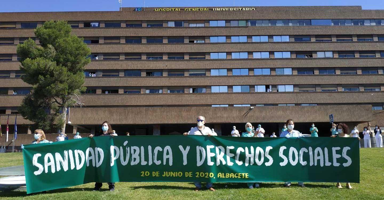 Gran abrazo de Albacete a su Hospital, reivindicando la importancia de la Sanidad Pública