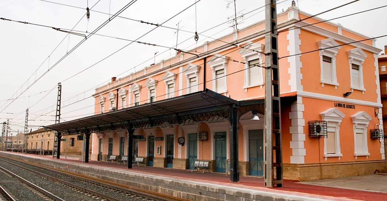 Adif mejora la infraestructura ferroviaria entre las estaciones de Minaya y La Roda de Albacete