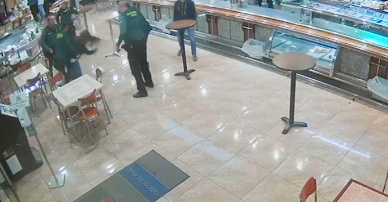 La Guardia Civil de Albacete auxilia  a una persona que había sufrido un atragantamiento mientras comía un bocadillo