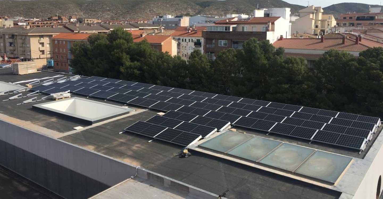 El Gobierno de Castilla-La Mancha amplía la capacidad energética sostenible del Hospital de Hellín con una instalación fotovoltaica