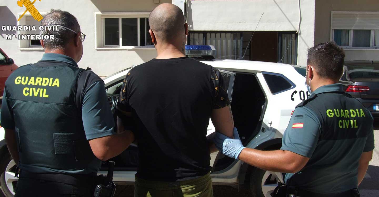 La Guardia Civil detiene a una persona por robo con fuerza y hurtos en varias empresas de Almansa