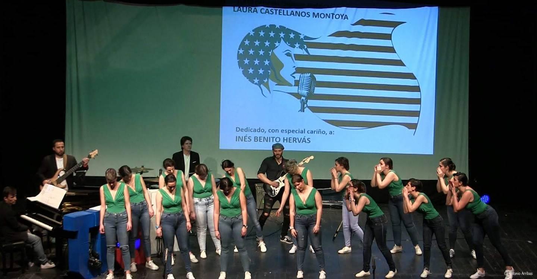 """El Coro Femenino de Tomelloso levanta de sus asientos al público del Gran Teatro de Villarrobledo con su espectáculo musical """"Singing América"""""""