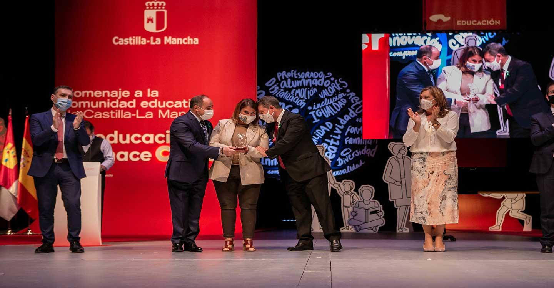 """La FEMPCLM recibe un premio del Gobierno regional por el papel """"inestimable"""" de los Ayuntamientos de CLM en la atención a sus vecinos y vecinas durante la pandemia"""