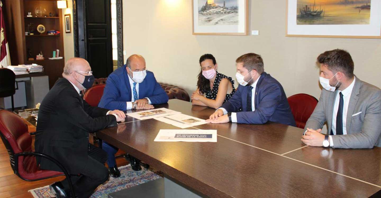 El Gobierno de Castilla-La Mancha va a llevar a cabo dos actuaciones de mejora de la seguridad vial en Elche de la Sierra con una inversión de 440.000 euros
