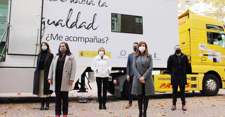 El Gobierno de Castilla-La Mancha y AJE ponen en marcha un aula móvil para impulsar la igualdad por la geografía regional