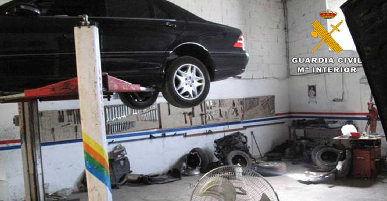 La Guardia Civil localiza un taller mecánico de automoción ilegal en un polígono industrial de Albacete