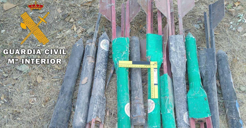 La Guardia Civil de Albacete desactiva 11 cohetes granífugos localizados en una finca del término municipal de Tinajeros