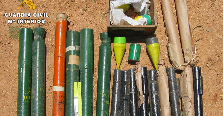 La Guardia Civil de Albacete desactiva 17 cohetes granífugos hallados en una finca del término municipal de Villarrobledo