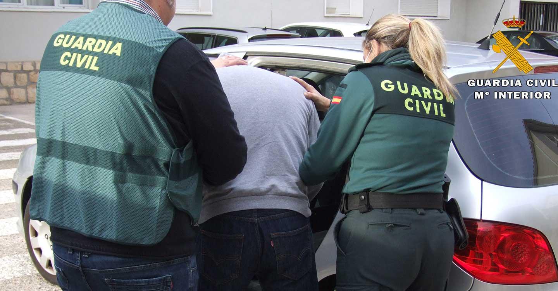 La Guardia Civil de Almansa detiene a dos personas con numerosas requisitorias judiciales en vigor
