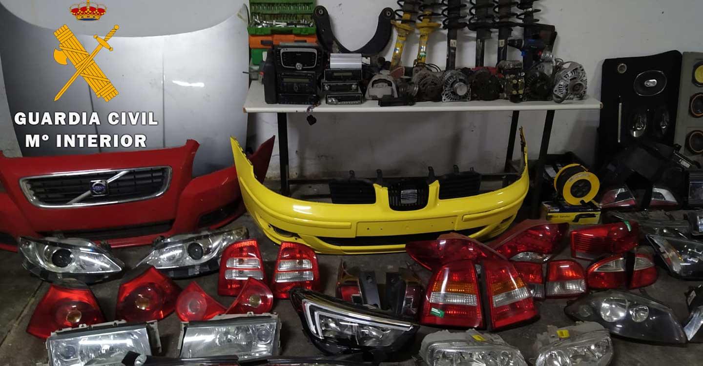 La Guardia Civil desmantela un grupo criminal dedicado al robo de piezas de vehículos de un desguace que luego vendían en Internet