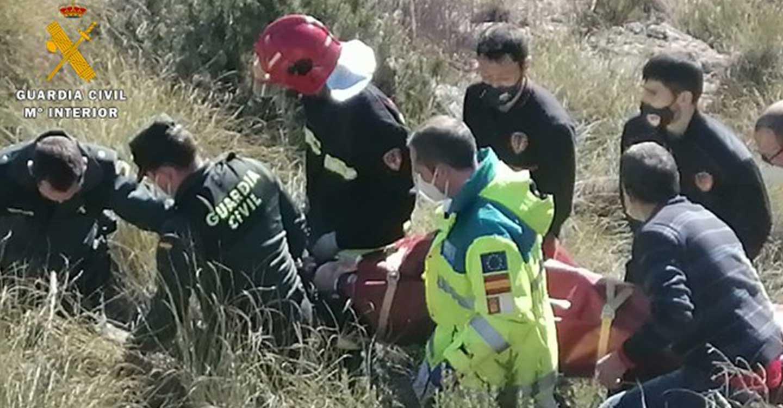 La Guardia Civil de Yeste participa en el rescate de una persona que estuvo atrapada dentro de su vehículo más de 19 horas tras sufrir un accidente