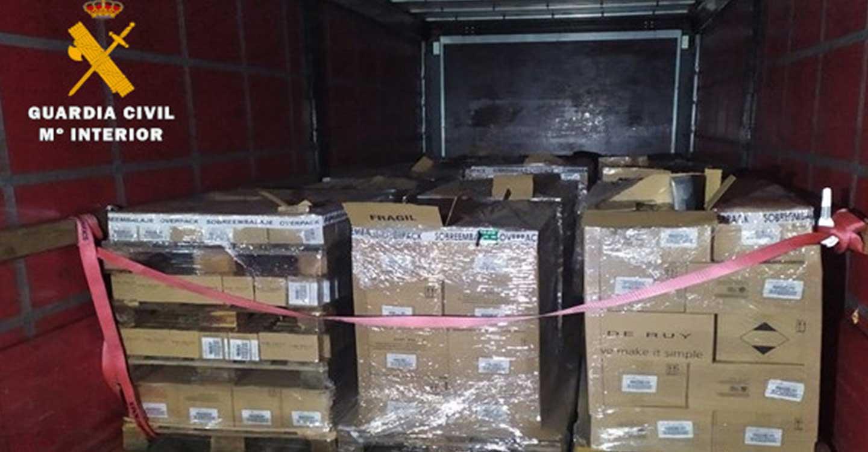 La Guardia Civil detiene a una persona por sustraer un camión de gran tonelaje cargado de perfumes y productos cosméticos