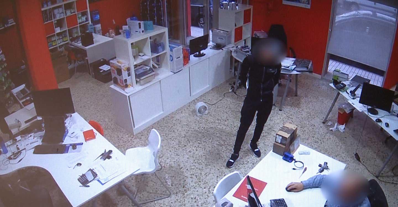 """La Guardia Civil de Villarrobledo detiene a dos personas especializadas en el método de la """"muleta"""", esclareciendo 45 hechos delictivos cometidos en 15 provincias del territorio nacional"""