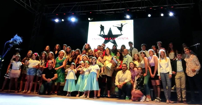 La Fiesta de la Juventud comienza con el éxito del espectáculo Musical.Es a beneficio de la Asociación Parkinson Villarrobledo.