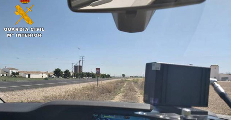 La Guardia Civil detecta al conductor de un turismo superando ampliamente los límites de velocidad