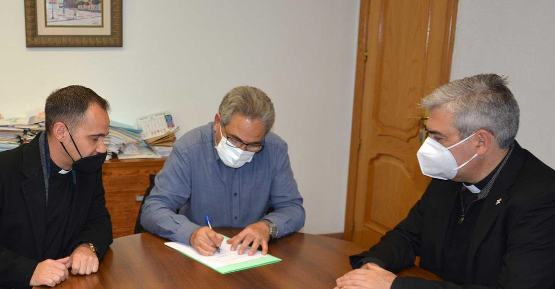 Firma del convenio de colaboración entre el Ayuntamiento de El Bonillo, el Obispado de Albacete y la Parroquia Santa Catalina para la financiación conjunta de las obras de arreglo y acondicionamiento de la torre y las campanas de la iglesia parroquial de Santa Catalina