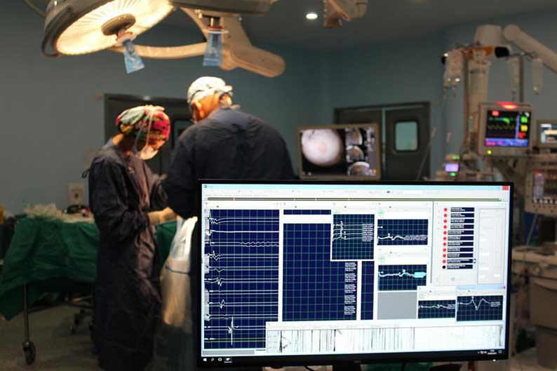 El Complejo Hospitalario Universitario de Albacete incorpora la técnica del mapeo motor intraoperatorio en cirugías de tumores cerebrales