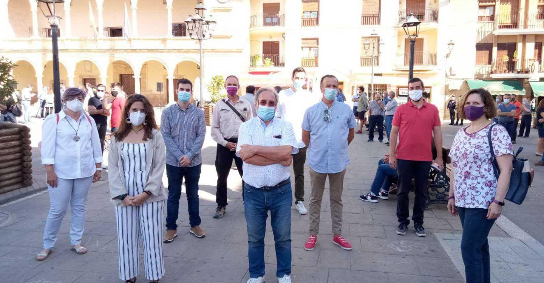 Los concejales y la dirección autonómica de PODEMOS se unen a las protestas por unos precios justos para la uva