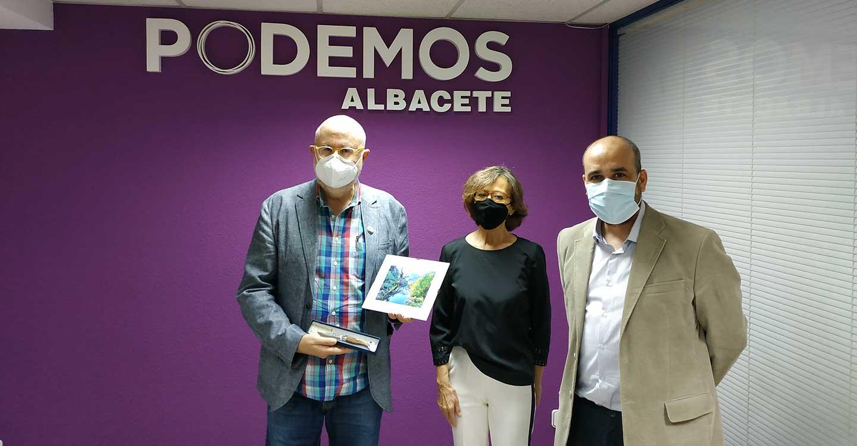 Entrega de premios del Primer Concurso Fotografía Veraniega de Podemos Albacete