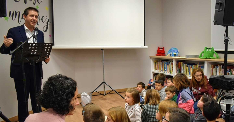 Santiago Cabañero redunda en la importancia de las bibliotecas como elemento democratizador del acceso a la cultura