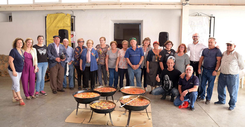 Los mayores de Argamasilla de Alba celebran el Día de la Hispanidad cocinando caldillos de bacalao