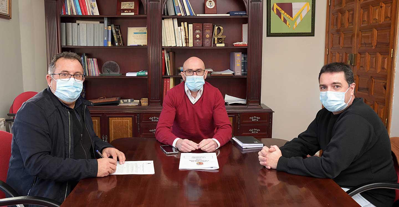 El Ayuntamiento de Argamasilla de Alba y el Atlético Cervantino rubrican el convenio de colaboración