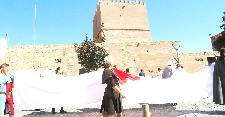 La bandera Calatrava toma el castillo
