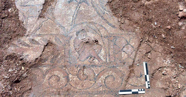 El inicio de la restauración del mosaico romano de El Calvario de Terrinches saca a la luz excepcionales escenas figurativas