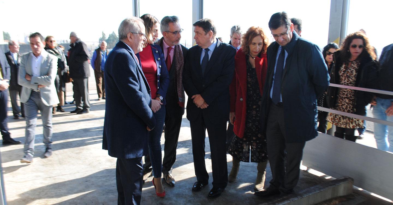 El alcalde y el ministro de Agricultura visitan la cooperativa Colival