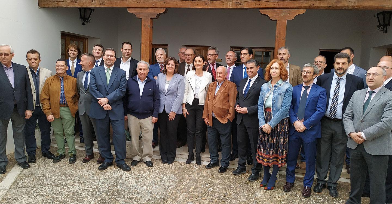 El alcalde y la ministra de Industria se reúnen con las empresas de exportación de Valdepeñas