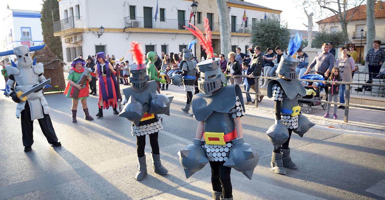 Siete originales puestas en escena participaron en el desfile de comparsas de Argamasilla de Alba