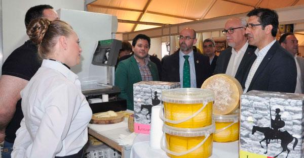 """Los """"Sabores del Quijote"""" llegan a Calzada con el queso y los productos del Campo de Calatrava como referentes gastronómicos"""
